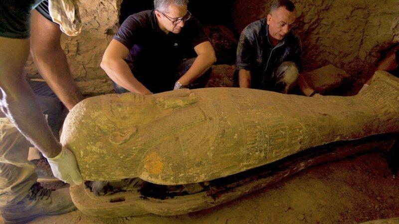 Cette nouvelle découverte s'ajoute à celle de 13 autres sarcophages au même endroit il y a une semaine, a indiqué le ministère des Antiquités