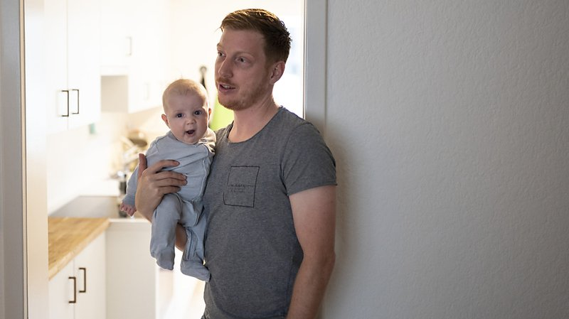 Congé parental: un expert à l'ONU veut que Berne revoie le système