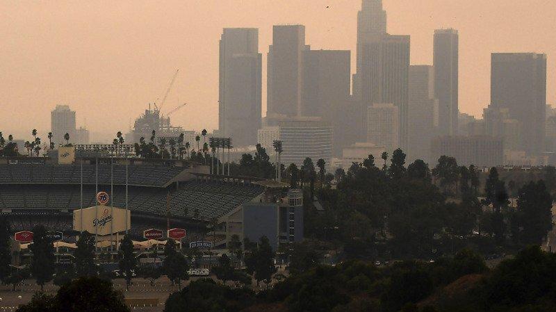 Des nuages de particules, causés par les incendies qui ravagent actuellement la Californie, sont visibles ici à Los Angeles. Des particules sont aussi présentes en Europe, transportées par des courants de haute altitude (photo prétexte).