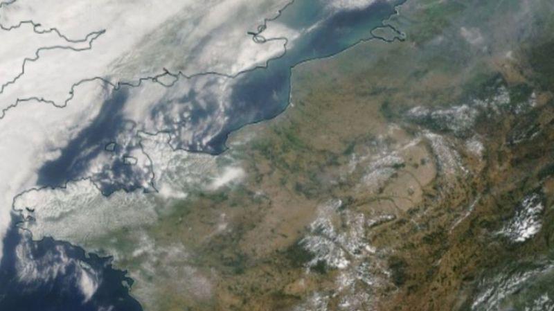Le ciel s'est quelque peu obscurcit sur les îles britanniques et le nord de la France, lors du passage des poussières de fumée en provenance de la côte ouest des Etats-Unis.