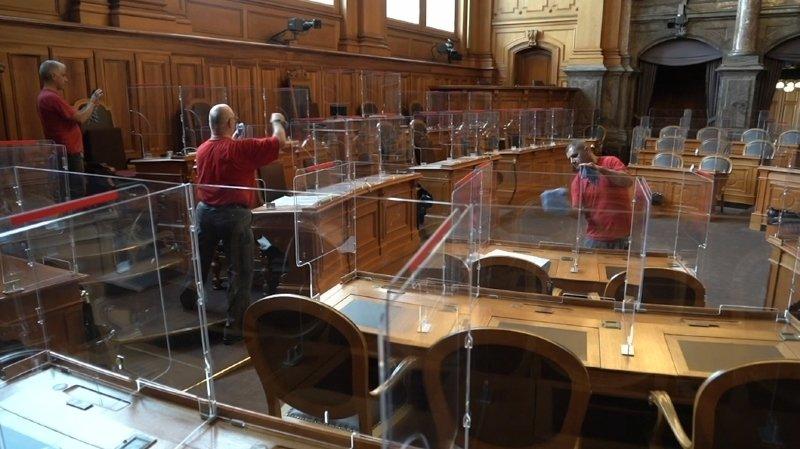 Coronavirus: du plexiglas a envahi le Palais fédéral, à Berne