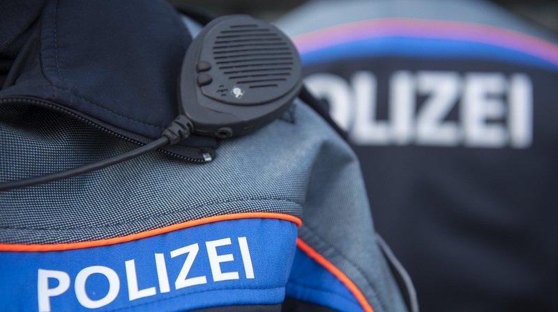 Le chauffard a été arrêté par une patrouille et conduit au poste de police où un test de drogue s'est révélé positif (illustration)