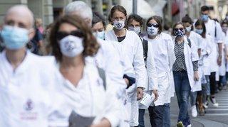 Climat: des centaines d'activistes occupent la Place fédérale, la ville de Berne lance un ultimatum