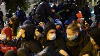 Manifestation: la police évacue les militants pour le climat de la Place fédérale